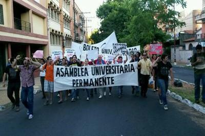 #PosMeSalto en Paraguay, Protestas estudiantiles, piden boleto universitario de transporte.