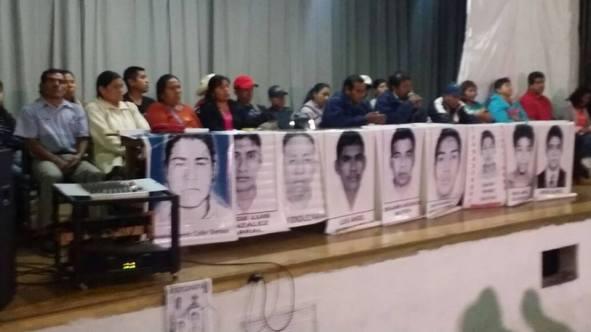 Padres de los 43 en Conferencia de Prensa efectuada en la Secc. IX CNTE 23 de enero de 2015