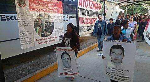 Llegada de Caravana de #ComunidadesAnahuacXAyotzinapa Enero 31 de 2015